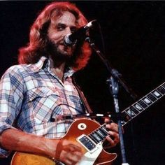 Don Felder on stage with his Gibson Les Paul. Guitar Solo, Guitar Sheet Music, 1959 Gibson Les Paul, Bernie Leadon, Country Rock Bands, Heavy Metal Guitar, Randy Meisner, Guitar Stand, Hotel California