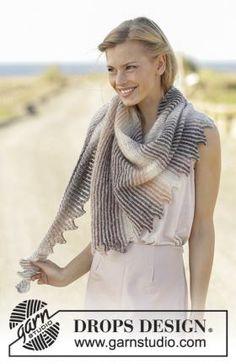 Асимметричная полосатая шаль, связанная на спицах платочным узором из двух видов пряжи. Вязание изделия осуществляется по приведенным в описании...
