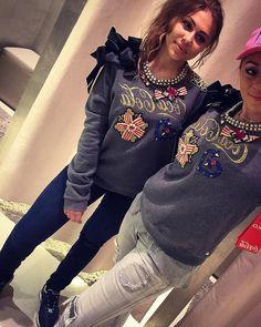 @pinkoofficial 💛  #to #nie #tylko #bluza #to #modowe #dzieło #sztuki #pinko #pinkococacola #cocacolacollection #pinkofashion #fashioninsta #fashiongirls #fashionismypassion #starybrowar #poznangirl #shoping #with #family #familytime @izisslove #ootd