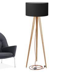 Lampa podłogowa z litego drewna w stylu skandynawskim