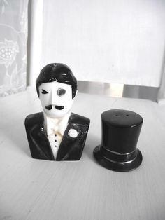 cool vintage salt & pepper shakers!