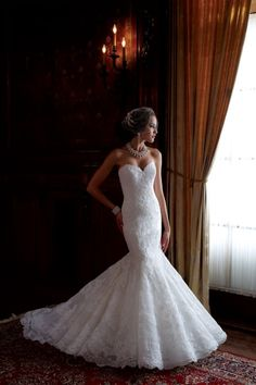All the things I want in a wedding dress; mermaid style, sweetheart neckline lace! This is definitely the PERFECT wedding dress.