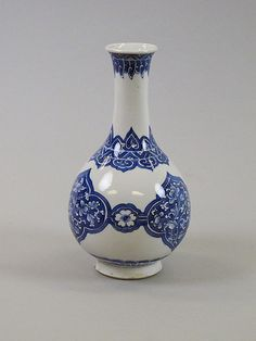 Bottle Period: Qing dynasty (1644–1911), Kangxi period (1662–1722) Culture: China Medium: Porcelain decorated in underglaze blue Dimensions:...