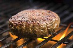Μπιφτέκια:πιο αφράτα δεν γίνεται!  Υλικά Για 4 άτομα    500 γρ κιμάς (μισός χοιρινός, μισός μοσχαρίσιος)  1 μέτριο κρεμμύδι, στο μούλτι  Μαϊντανός ψιλοκομμένος, 1/3 από ματσάκι  3 κουταλιές της σούπας γιαούρτι  1 κουταλιά του γλυκού μαγειρική σόδα  2 κουταλιές της σούπας καρύδια, στο Dessert, Greek Recipes, I Foods, Poultry, Food To Make, Steak, Recipies, Food Porn, Food And Drink