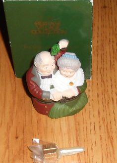 DEPT 56 The Spirit of Christmas Hinged Box Charles Dicken Heritage 58431 Trinket