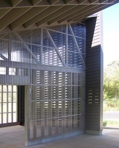 corrugated plastic wall Hawaii Wildlife Centre by Ruhl Walker Architects