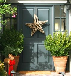 Star made with driftwood for a Christmas Holiday front door.