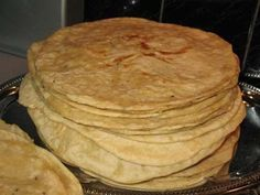 In mijn vorig recept beschrijf ik de Roti massala Kip, daarin gaf ik aan dat… Indian Food Recipes, Gourmet Recipes, Cooking Recipes, Healthy Recipes, Suriname Food, Tasty, Yummy Food, Exotic Food, Tortilla