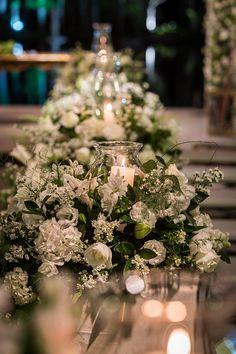 decoração de casamento com flores brancas e velas madame fiori