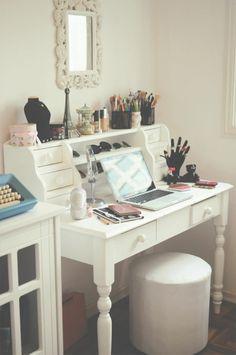 neues schminktisch modell im zimmer mit weißer gestaltung - 25 kreative Schminktisch Ideen – Eleganz und Eigenartigkeit