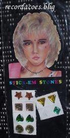 Quem se lembra dos brincos de adesivos?