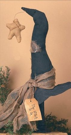 Large Witch Hat Spindle - Primitive Home Decor - Primitive Curtains, Braided Rugs & Country Kitchen Decor Diy Halloween, Shabby Chic Halloween, Halloween Vintage, Recetas Halloween, Adornos Halloween, Halloween Witch Hat, Halloween Projects, Holidays Halloween, Happy Halloween
