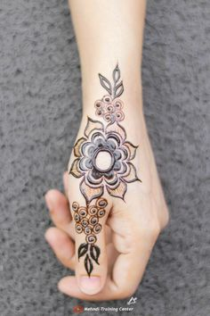 Very Simple Mehndi Designs, Simple Henna Patterns, Mehndi Designs For Kids, Mehndi Designs Feet, Full Hand Mehndi Designs, Mehndi Designs For Fingers, Beautiful Henna Designs, Dulhan Mehndi Designs, Latest Mehndi Designs