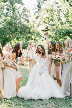 We're swooning over this dreamy garden wedding at @thefarmarizona! 🌳 With lush trees all around, this venue was sure to offer a sweet escape from Arizona's desert landscape. There's no doubt about it — @arraydesignaz made flower dreams come true and we can't help but mention how gorgeous this bride's dress is. | Photography: @sajephotog #stylemepretty #weddingdress #weddinggown #bridesmaids #bridesmaiddresses