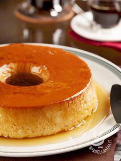 Crème caramel with condensed milk - Il Créme caramel con latte condensato è un dolce tipico brasiliano. Se volete renderlo ancora più aromatico, aggiungete del cocco disidratato all'impasto! #creamcaramel