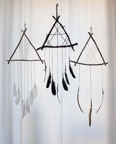 by boudoir du chaman dream catcher craft, feather dream Los Dreamcatchers, Beautiful Dream Catchers, Dyi Dream Catcher, Diy Dream Catcher For Kids, Dream Catcher Tutorial, Homemade Dream Catchers, Dream Catcher Bedroom, Making Dream Catchers, Black Dream Catcher