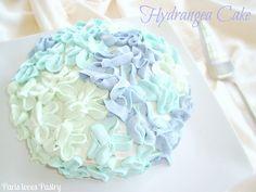 Hydrangea Cake: http://parispastry.blogspot.nl/2012/06/hydrangea-cake.html
