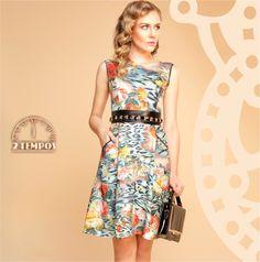 """A estampa """"crash prints"""" em um novo momento! Esse vestido pode tranquilamente ser usado em um casamento durante o dia ou num chá com as amigas ... O diferencial neste look foi o uso do cinto de pedraria por cima do cinto """"obi"""" ."""