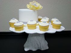 love the tree stump cake/cupcake stand