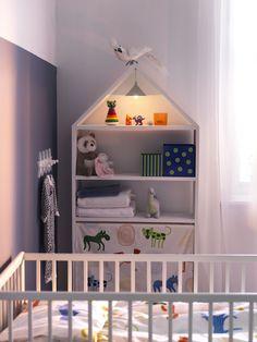 Liten hemmasnickrad hylla för barnrummet. Påslakanset FABLER för spjälsäng i 100% bomull.