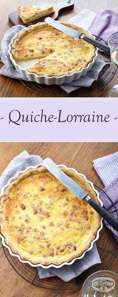 Eine pikante Quiche mit Speck und Käse zum Brunch.
