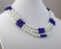 cadena 3 hebras, más cortos - 22, filamento más largo - 24, con extensión de 2. Redondo 4 mm gris y oliva rosa de cristal 6 mm perlas con cristales gris brillantes. S-gancho broche plateado.