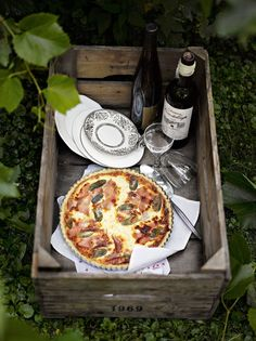 Spontaneous Autumn Sunday Brunch Alfresco, w/Gorgeous Wine & Quiche Lorraine..., what could be easier or more splendid to take the chill out of a Autumn day...