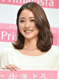 #石原さとみ Satomi Ishihara Japanese Beauty, Asian Beauty, Beautiful Person, Beautiful Women, Satomi Ishihara, Medium Hair Styles, Asian Girl, Photo Galleries, Actresses