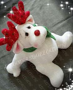 Christmas Crafts, Christmas Decorations, Christmas Ornaments, Holiday Decor, Felt Patterns, Christmas Stockings, Diy And Crafts, Dinosaur Stuffed Animal, Lily