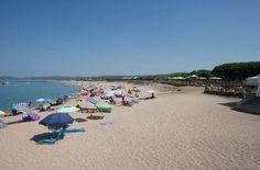 Camping La Tortuga liegt direkt an einem breiten Sandstrand im Norden der Insel Sardinien. Auch Wassersportler können ihren Aufenthalt hier genießen.