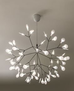 Heracleum LED suspension was inspired by the Heracleum plant. The white leaves/lenses ramify from one branch creating a very technical, natural structure. The Heracleum leaves are not frozen in one position. They can be freely re-positioned by rotating them around their stem. Finish available in copper and nickel. Available in two sizes. Large includes 63, 3000K warm white LED lamps totaling 14 watts. Small includes 45, 2700K warm white LED lamps totaling 9 watts. Dimmable with a DV-603PG…