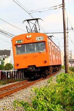 秩父鉄道1000系の1003号編成。国鉄時代の塗色(オレンジバーミリオン)が再現されている。 《撮影 大野雅人》