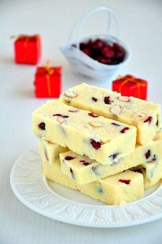 Chocolate bars with condensed milk, nuts and cranberries No Cook Desserts, Delicious Desserts, Dessert Recipes, Baking Soda Clay, Sweet Pastries, Cupcakes, Russian Recipes, Just Cooking, Vegan Baking
