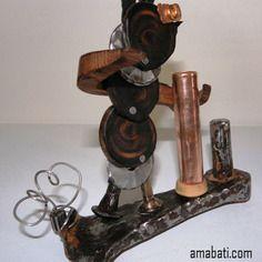 """Sculpture en bois (cytise, noyer, buis) et métal. porte-stylo, art singulier. Je m'appelle """"Berthe"""""""