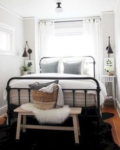 57 Simple Bedroom Design Ideas That On A Budget But Still Cozy - Home-dsgn Small Apartment Bedrooms, Guest Bedrooms, Small Apartments, Master Bedroom, Bedroom Small, Master Suite, Small Rooms, Teen Bedroom, Bedroom Bed