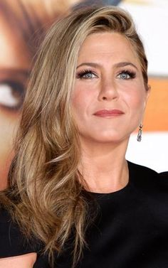 Jennifer Aniston's wavy blowout is perfect for day-to-night transition