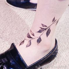 Leaves on ankle by Handitrip