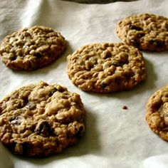 Oatmeal Raisin Cookies ***** Best cookies ever! Added 1 cup raisins and 1 cup walnuts! My friend brought them to a housewarming party. FOR 48 LARGE pretty COOKIES: (30g raw dough). Bake for 13 minutes. FOR 96 SMALL ugly COOKIES: (15g raw dough). Bake for 10 minutes. -Yese