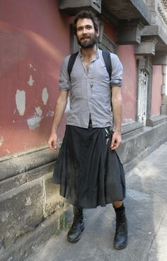 Mexican Street Style: Skirt out - why not? - Men