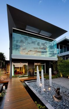 Modern House in Australia. Similar style of house that I had in New Zealand. But better backyard. I miss that house!!