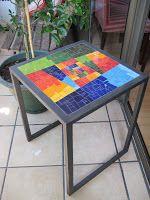 mesa mosaico, hermosa Tile Crafts, Mosaic Crafts, Mosaic Projects, Mosaic Garden Art, Mosaic Diy, Mosaic Tiles, Mosaic Furniture, Hand Painted Furniture, Mosaic Designs