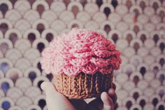 Crochet cupcake containers. Tutorial on goodknits!
