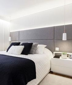 Rustic bedroom design - Quarto cinza 70 ideias cheias de estilo para adicionar a cor no ambiente Rustic Bedroom Design, Master Bedroom Design, Home Bedroom, Bedroom Furniture, Bedroom Decor, Bedroom Sets, Luxury Furniture, Furniture Sets, Headboards For Beds