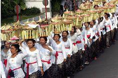 Kuningan Festivals & Art Wings Tentoonstelling in het legendarische eiland - Bali