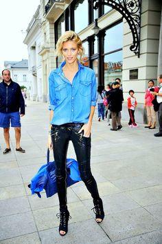 Perfect denim shirt street style  with sequins. Voce que não combina usar paetes no dia a dia ? Veja no blog Tha4you
