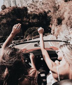 Image in Summer Vibes collection by ʀɪᴅᴀ ᴋʜᴀɴ Best Friend Pictures, Bff Pictures, Friendship Pictures, Ft Tumblr, Summer Goals, Cute Friends, Friends Girls, Summer Aesthetic, Best Friend Goals