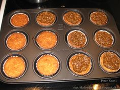 Drømmekage lavet som muffins :-) portionen passer også til en bradepande på 25*35 cm   Det skal du bruge :  opskriften fra Amo fødselsd...
