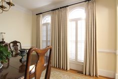 Linen Drapes in Dining Room.
