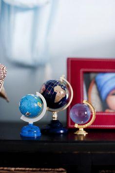 globes. Presentaciones de nuestro Planeta, Globos, Mapas, así como las Esferas de Cristal, son excelentes para conectarnos con el Elemento Tierra y activar Sabiduría, Conocimiento y Estudios, en la coordenada Noreste de Salas, Estudios, Oficinas, Habitaciones.