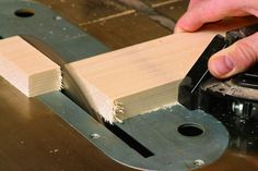 Tame Tearout on the Tablesaw Table Saw Jigs, Tool Table, Diy Table Saw, Woodworking Table Saw, Woodworking Ideas, Woodworking Shop, Furniture Fix, Workshop Ideas, Woodworking Techniques